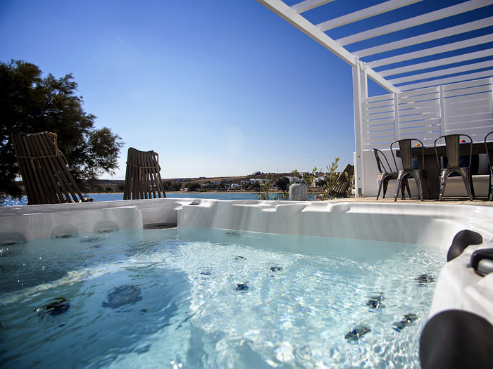 The outdoor Jacuzzi of Stella villa in Paros